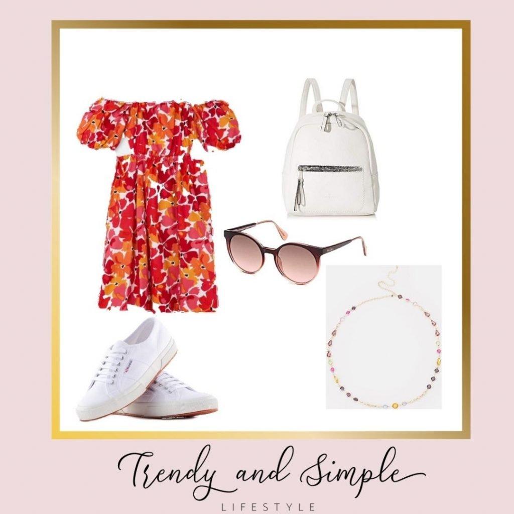 outfit estate 2021 vestito a fiori corto, sneakers e zainetto bianco